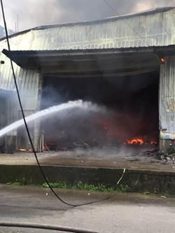 土城鐵皮工廠起火 老闆、員工3人燙傷送醫