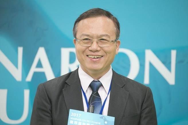 馮宗宏說,對於無法進行積極性治療的寵物來說,「台灣小分子褐藻醣膠」是臨床上第一優先的輔助治療方式。(台灣褐藻醣膠發展學提供)