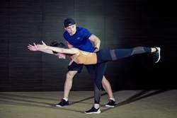 柯瑞律動如芭蕾 UA跨界藝術X運動工作坊