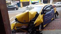 小客車酒駕撞小黃3人送醫無大礙