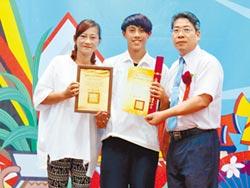 母語畢業證書 滿載父母的愛