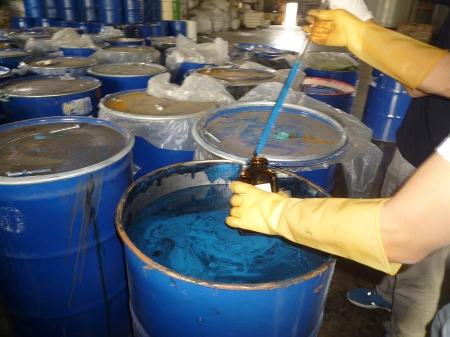 大鉦公司非法處理有害事業廢棄物被查獲。(鐘武達翻攝)