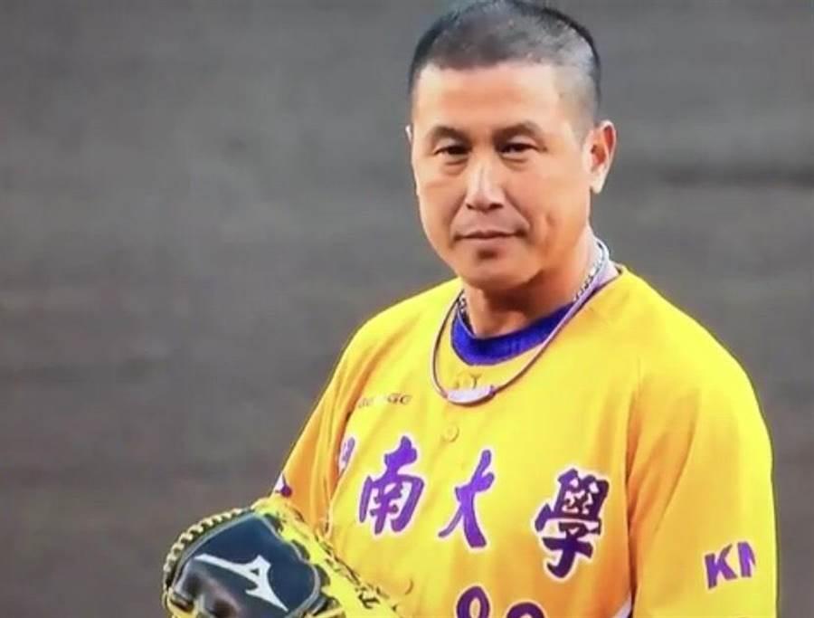 郭李建夫受邀日職阪神虎開球嘉賓。(甘嘉雯翻攝)