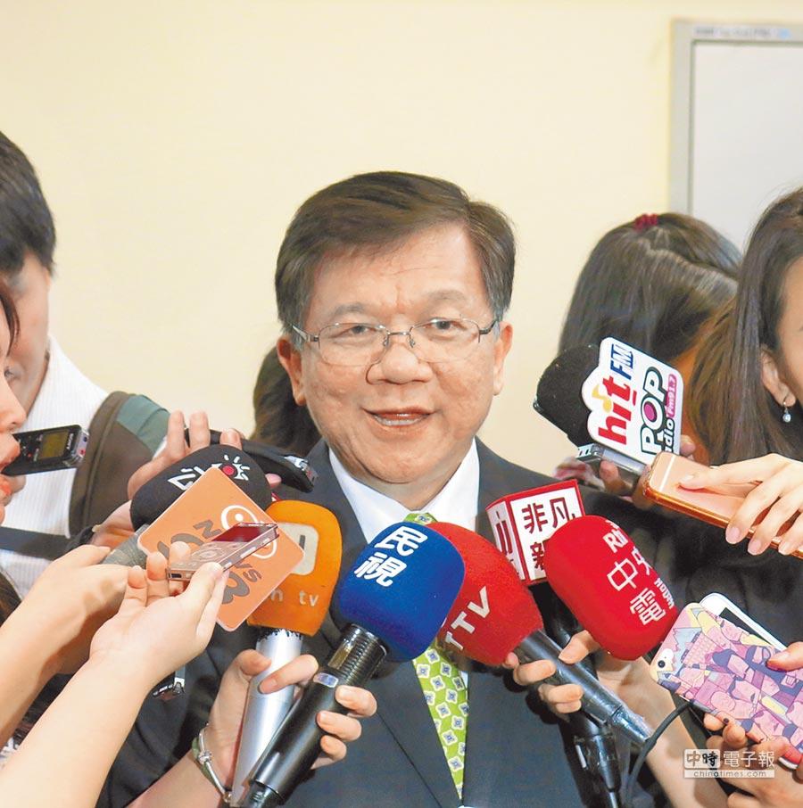 經濟部長李世光13日表示,後續會配合外交部,確保廠商權益。(記者陳政錄攝)