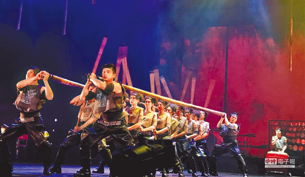 朱宗慶打擊樂團代表作擊樂劇場《木蘭》,場面浩大。(趙靜瑜攝)
