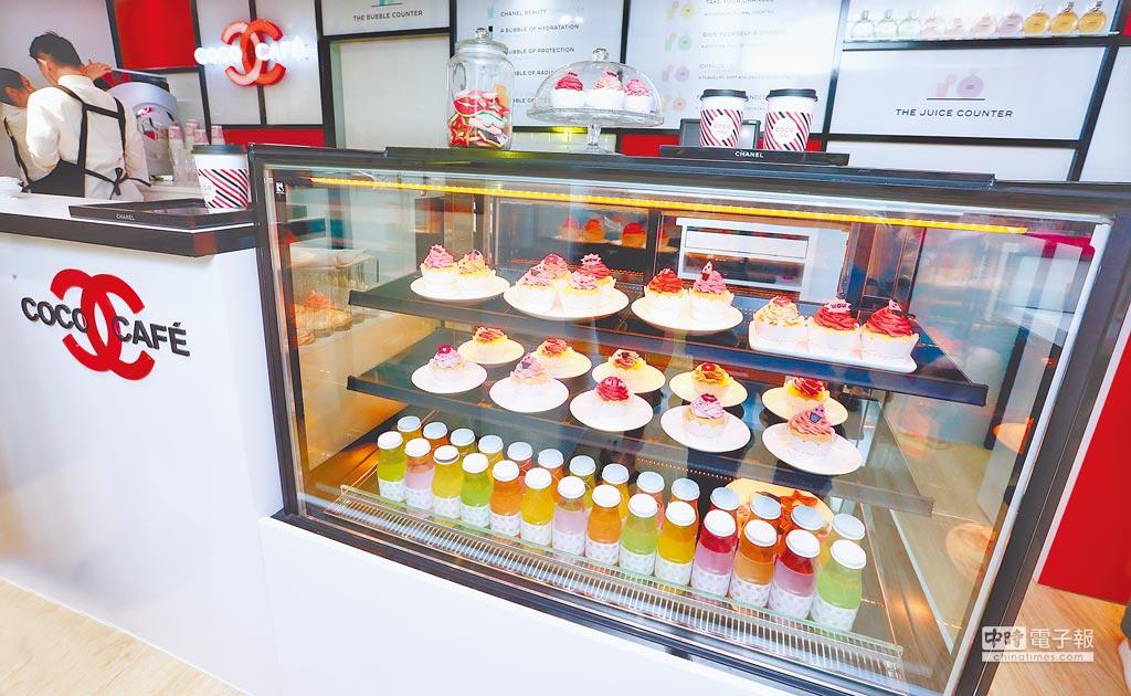COCO CAFE香奈兒美妝快閃店,在台北市大安區忠孝東路四段181巷35弄23號登場,16日至7月16日中午12點到晚間9點開放。(粘耿豪攝)