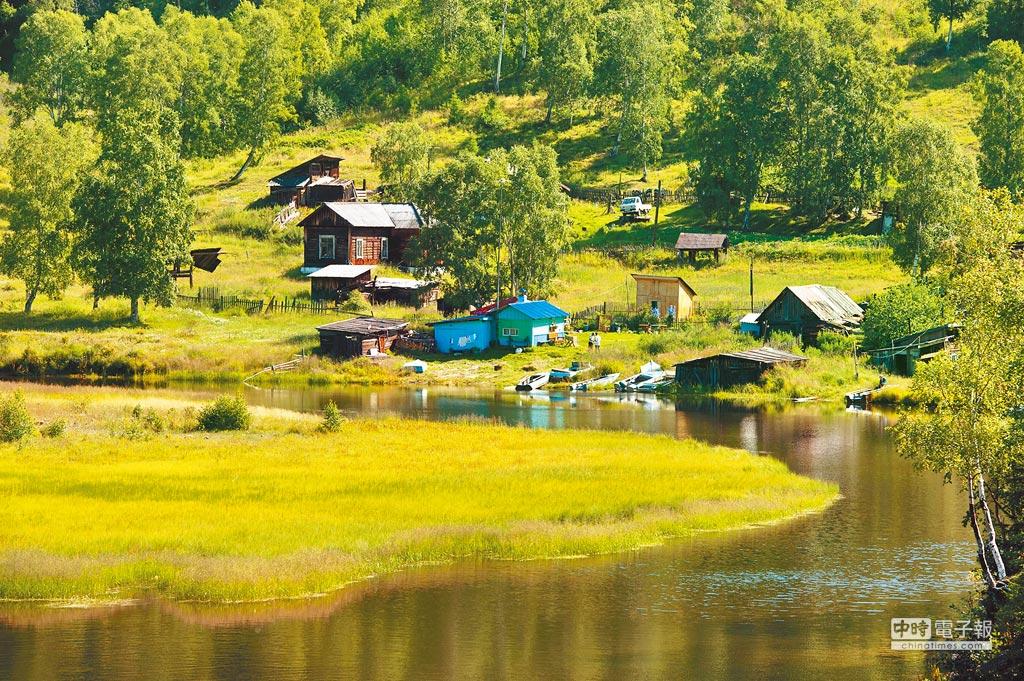 俄羅斯貝加爾湖畔的一個村落。(新華社資料照片)