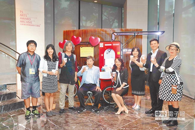 台新銀行贊助由台灣環境保護聯盟、台灣再生能源推動聯盟、台灣少年權益與福利促進聯盟等單位共同合作推動的「2017太陽能公益咖啡能源宣導活動」,即日起在台新銀行指定分行開跑。(黃琮淵攝)