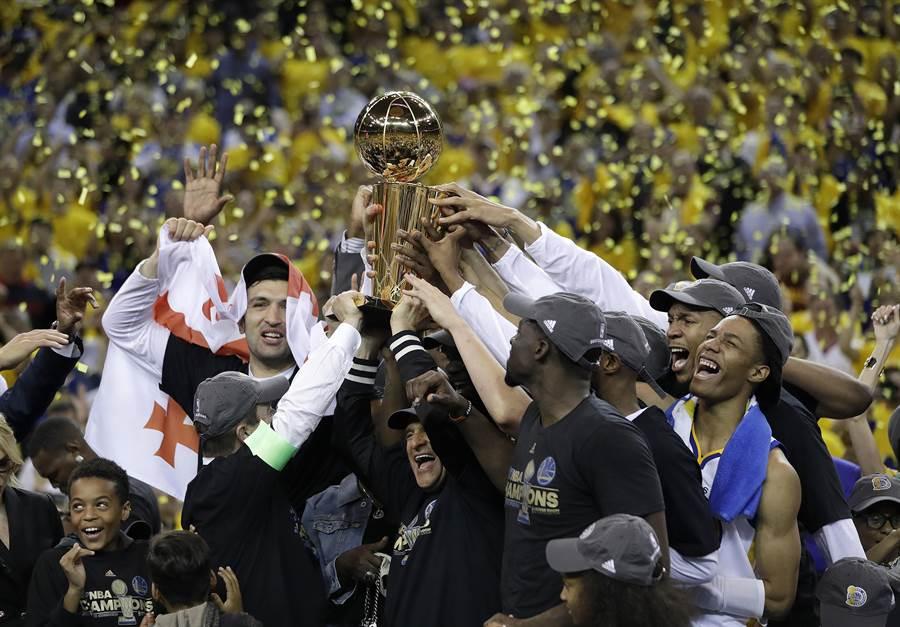 金州勇士隊奪下NBA 2016-2017球季的總冠軍。(圖/美聯社)