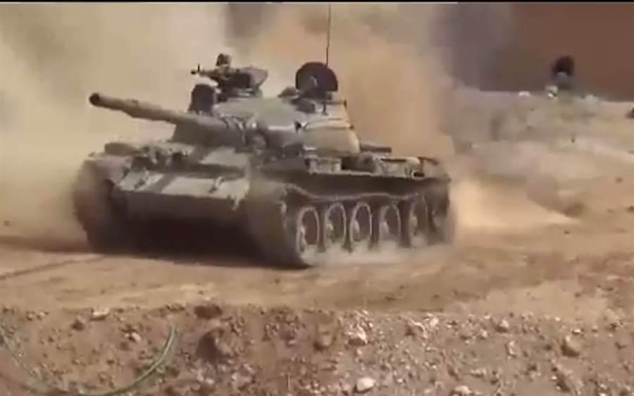 敘利亞政府軍(SAA)攻擊畫面。(圖取推特@Syria_Protector)