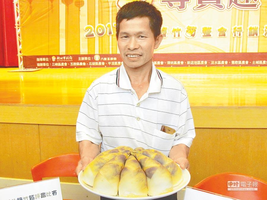 新店筍農張慶隆勇奪「新北筍王」與「美筍王」雙料殊榮(葉德正攝)