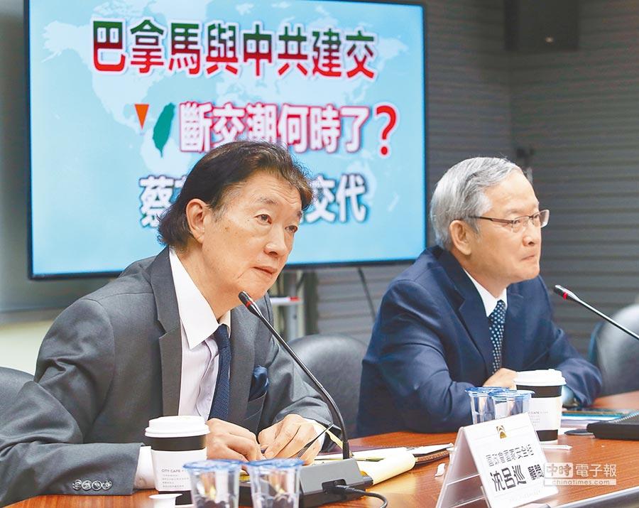 前駐美代表沈呂巡(左)14日建議台灣應要求把巴拿馬大使館改為處。(本報系記者陳怡誠攝)