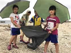 大家動起來 小琉球專業導覽人員倡導淨灘