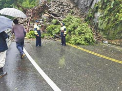 南投多處坍方 交通中斷
