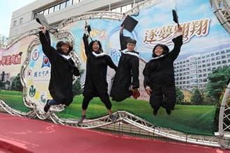 興大畢典  薛富盛期許畢業生熱忱專注有毅力