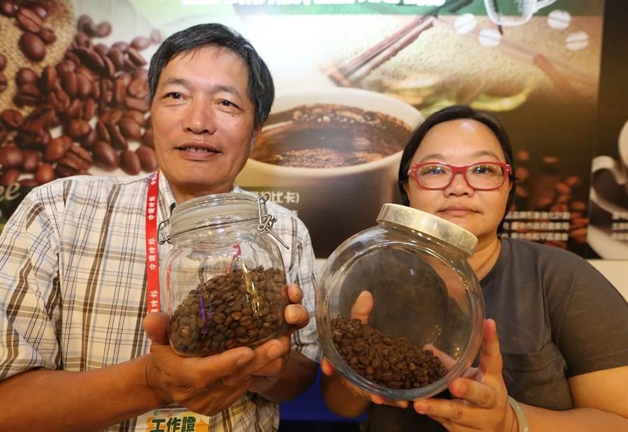台中市東勢區咖啡產銷班在和平鄉農會號召下參加中時集團舉辦「2017台中茶酒咖啡展」,帶來當地種植的老欉咖啡。(黃國峰攝)