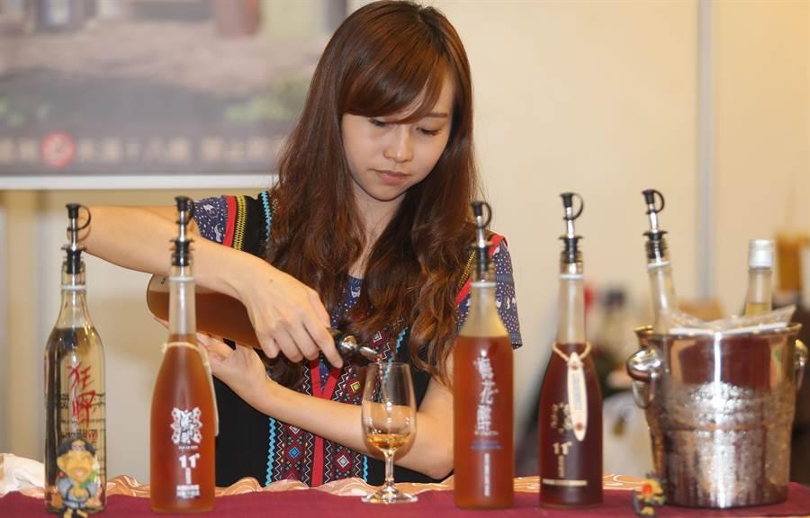 南投帶來信義鄉農會梅子夢工廠、埔里酒莊等各種屢獲獎項的名酒。(黃國峰攝) (飲酒過量有礙健康)