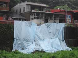大雨襲來 基隆通仁街擋土牆崩坍嚇壞居民