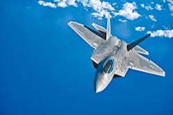 殲-10C服役 制衡美F-22利器