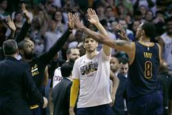 NBA》騎士計畫續簽柯佛 不留德隆威廉斯