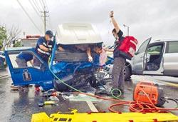 逆向瞎扯被超車 3車連環撞7人傷