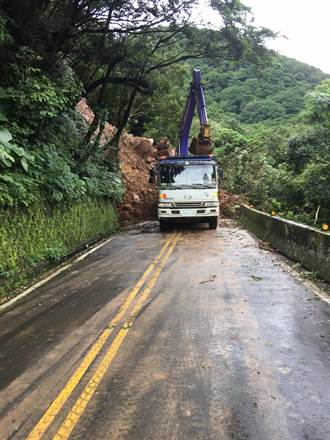 巴拉卡公路坍方禁行 用路人宜改道