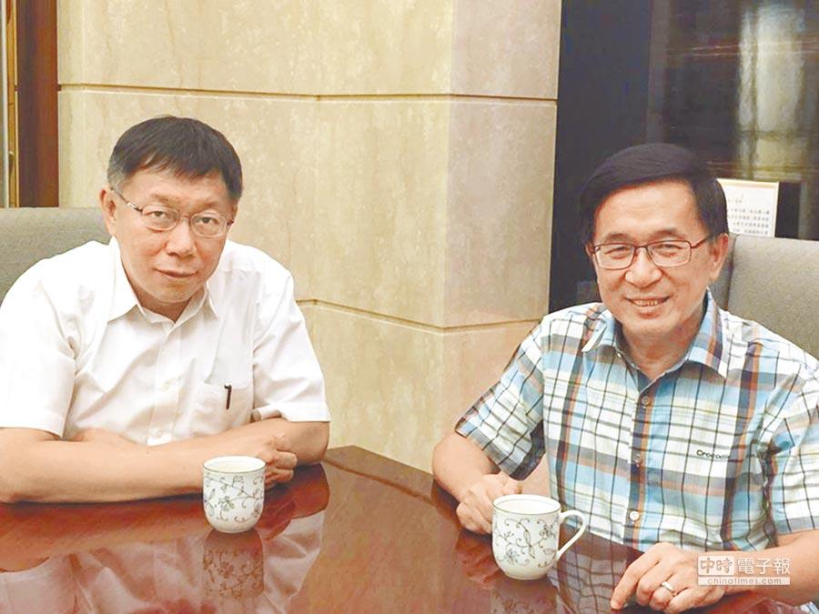 台北市長柯文哲昨天說,處理扁案一定扣分,但蔡英文總統一定要出來處理。圖為柯文哲2015年底探視前總統陳水扁。(翻攝陳致中臉書)