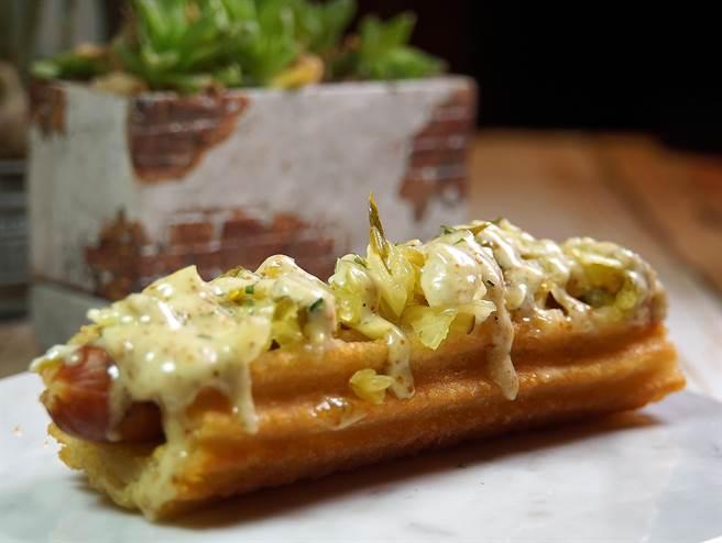 塔塔口味的「吉拿熱狗」是Street Churros「吉拿熱狗」系列最新口味。(圖/姚舜攝)
