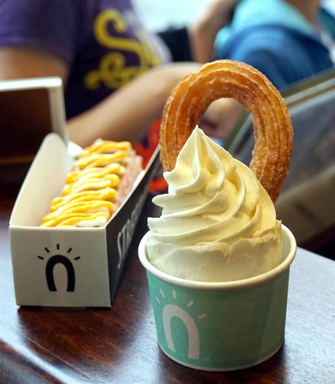 「阿啾」(右)是用吉拿圈搭配不同冰淇淋一起吃,是Street Churros的招牌美點。(圖/姚舜攝)