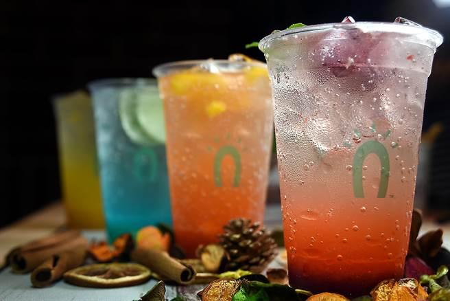 為了迎接盛夏到來,Street Churros研發推出了多款色艷繽紛的汽泡飲。(圖/姚舜攝)
