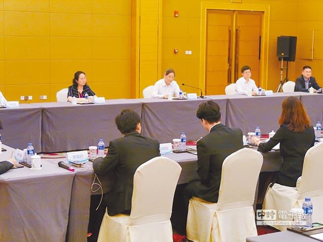 國台辦主任張志軍18日會見台灣青年代表,了解惠台措施落地情況。(記者張國威攝)