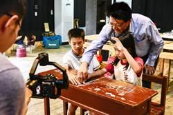 屏縣長拍攝畢業祝福影片成傳統 今年又有新梗