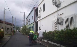 90歲老翁電動車「顧路」 枋警推車暖救援