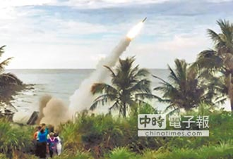 愛二飛彈 成功擊落天弓飛彈
