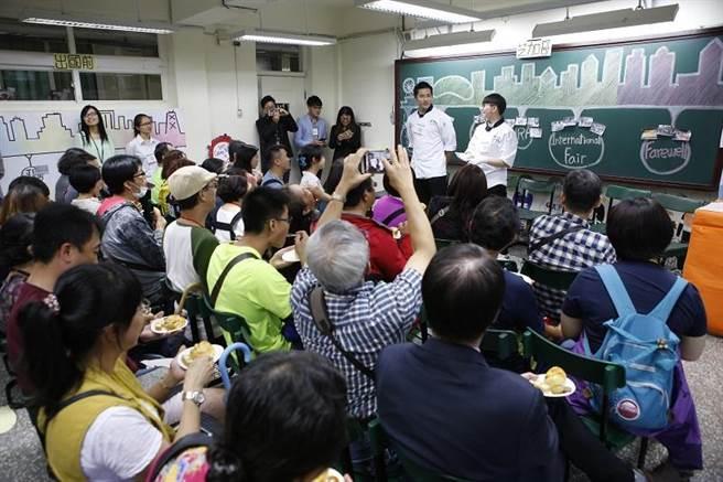 藉由參與開平餐飲獨有的海外見習課程,讓學生學會面對跨文化衝突之應變力。(圖/開平餐飲學校提供)