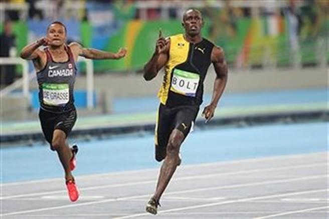 加拿大小將戴格拉斯(左)去年里約奧運不敵牙買加閃電波特(右)只獲銅牌,今年在鑽石大獎賽斯德哥爾摩站跑出9秒69絕佳成績,可惜因為超風速導致無緣名留青史。(摘自gettyimages網站)