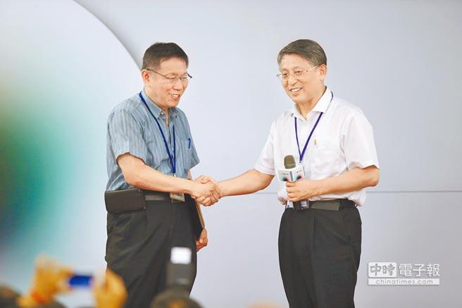 雙城論壇去年在台北舉行,上海方面派出當時的市委、統戰部長沙海林(右)代表出席。(本報資料照片)