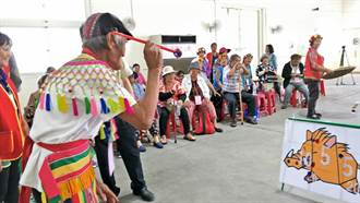 阿公阿嬤運動會 102歲阿嬤獲頒「人類大學」學位