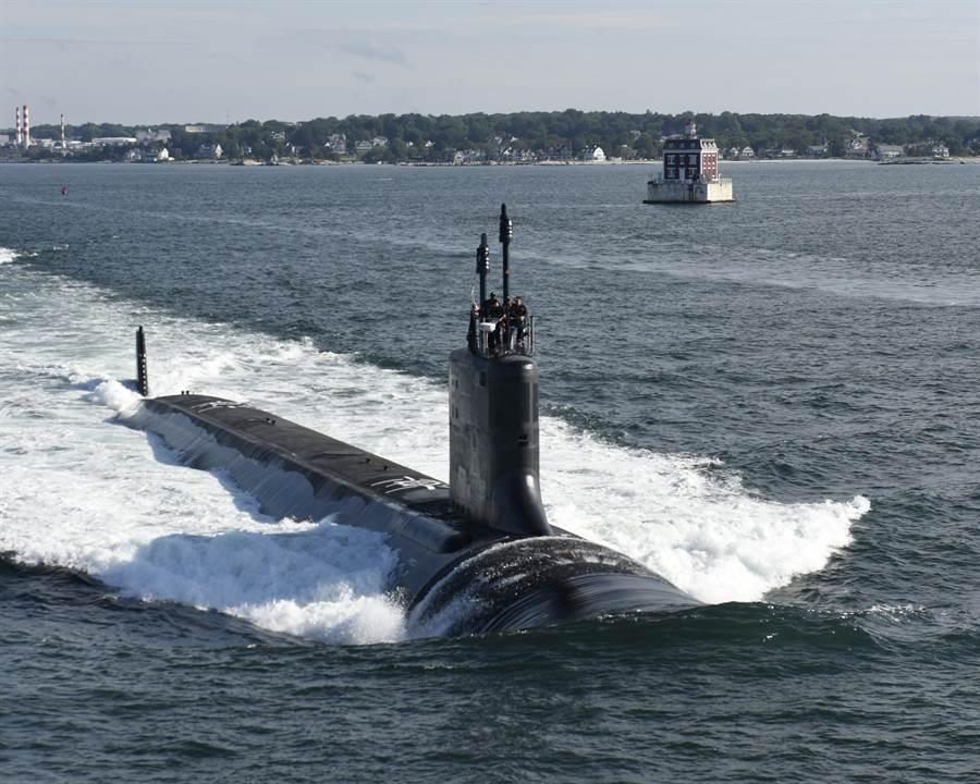 圖為維吉尼亞級核攻擊潛艦「伊利諾」號(USS Illinois,SSN 786)2016年8月1日在康乃狄克州(Connecticut)格羅頓(Groton)進行海試的畫面。「伊利諾」號能執行多重任務,而它最主要的任務,便是落實美國潛艇部隊的7項核心能力,也就是從事反潛戰、對海作戰、運送特種作戰部隊、打擊、從事非正規作戰、蒐集情資與監視偵察,並從事水雷戰等。(圖/美國海軍)