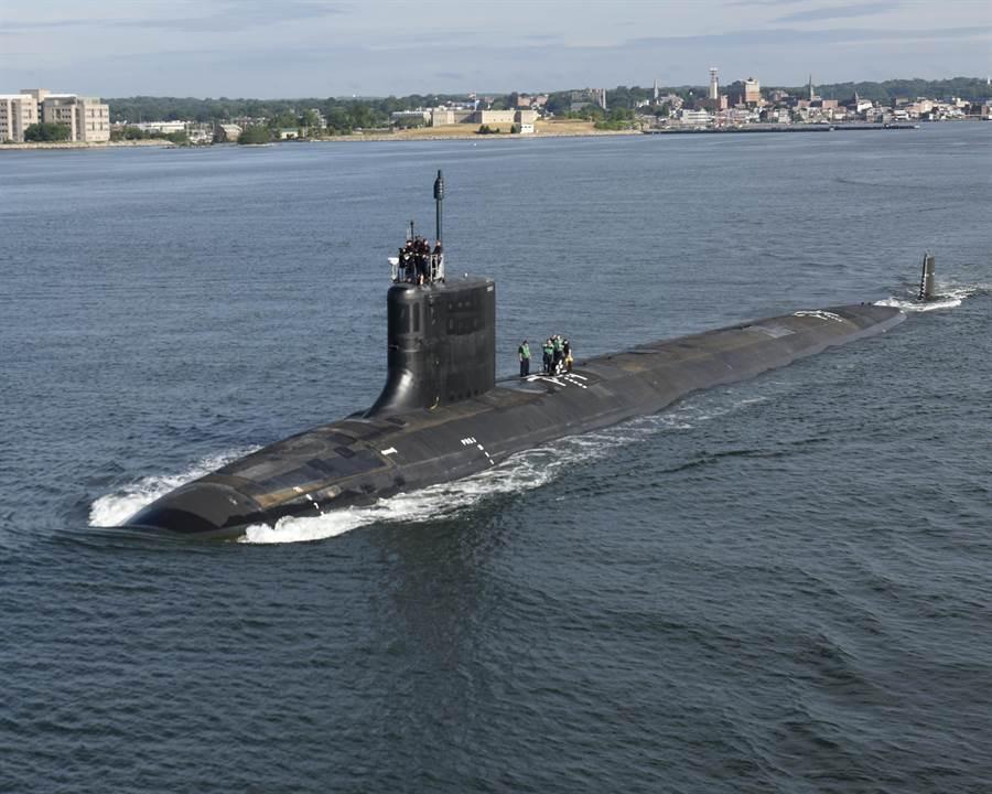 維吉尼亞級核攻擊潛艦「伊利諾」號(USS Illinois,SSN 786)2016年8月1日在康乃狄克州(Connecticut)格羅頓(Groton)進行海試的畫面。(圖/美國海軍)