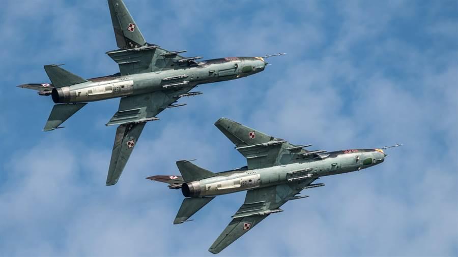 Su-22戰機是世界第2種實用化的可變翼戰機,第1種是美國的F-111 。(圖/波蘭空軍)