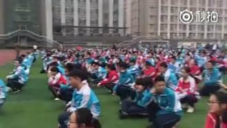 貴州一中學不准帶手機 違規泡水當眾砸爛