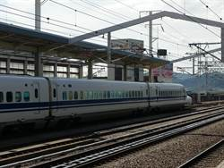 日本新幹線停駛 500乘客車廂過夜