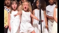 無法忽略!整個舞台只有我一人,看到她就懂什麼叫做用生命在唱歌?
