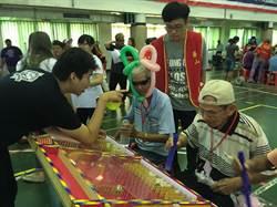 華山基金會辦老人園遊會,長者玩得開心