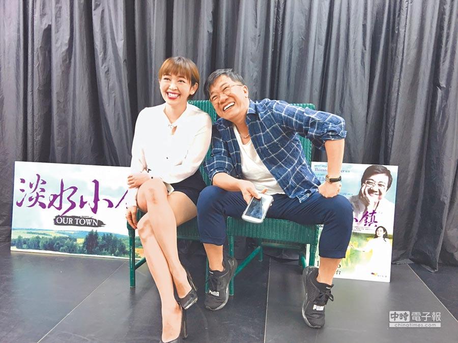 曹启泰(右)和蔡灿得昨为舞台剧造势,现场笑声不断。(洪秀瑛摄)