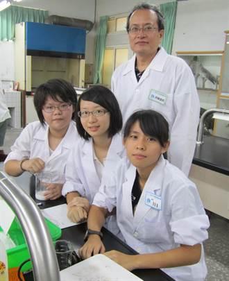馮松林教學生玩科學 獲杏壇芬芳獎
