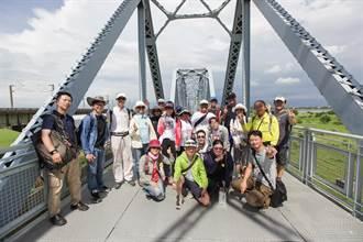 三鐵微旅行活動 遊客體驗大樹九曲堂之美