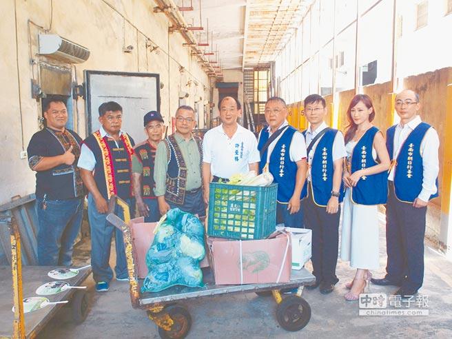 台南市朝日行善會租用冷藏庫,做為蔬果物資共享平台。(洪榮志攝)