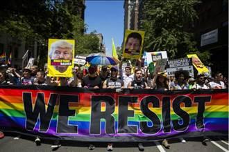 政治味濃!紐約舊金山同志大遊行主打「反川普」